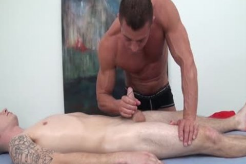 HD GayRoom - Travis acquires Massaged By Tyler Saint