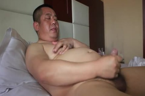 oriental Daddy Bear Shows Off wild Body And Cums Like Fountain